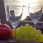 Weinglas auf der Tschaike ©Mandl