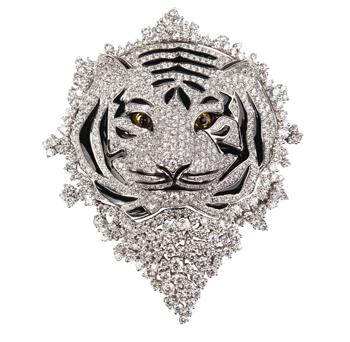 Anhänger/ Brosche in 18 Karat Weißgold besetzt mit Diamanten (5,80 Karat), Augen gelber Saphir (0,65 Karat)