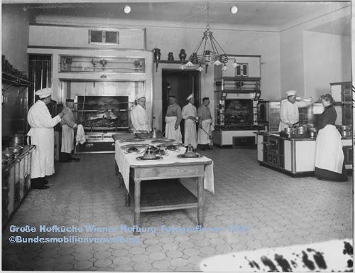 Die-grosse-Hofkueche-in-der-Wiener-Hofburg-um-1905-©-Bundesmobilienverwaltung-Standort-Silberkammer-Hofburg-Wien